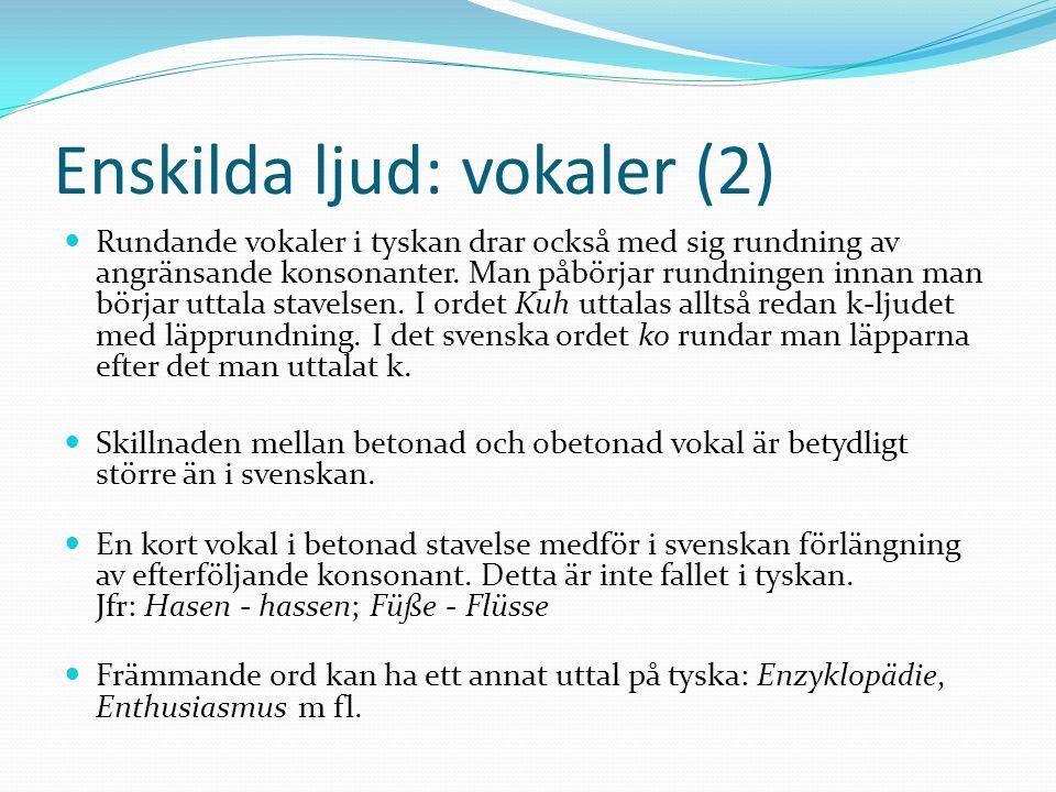 Enskilda ljud: vokaler (2) Rundande vokaler i tyskan drar också med sig rundning av angränsande konsonanter. Man påbörjar rundningen innan man börjar