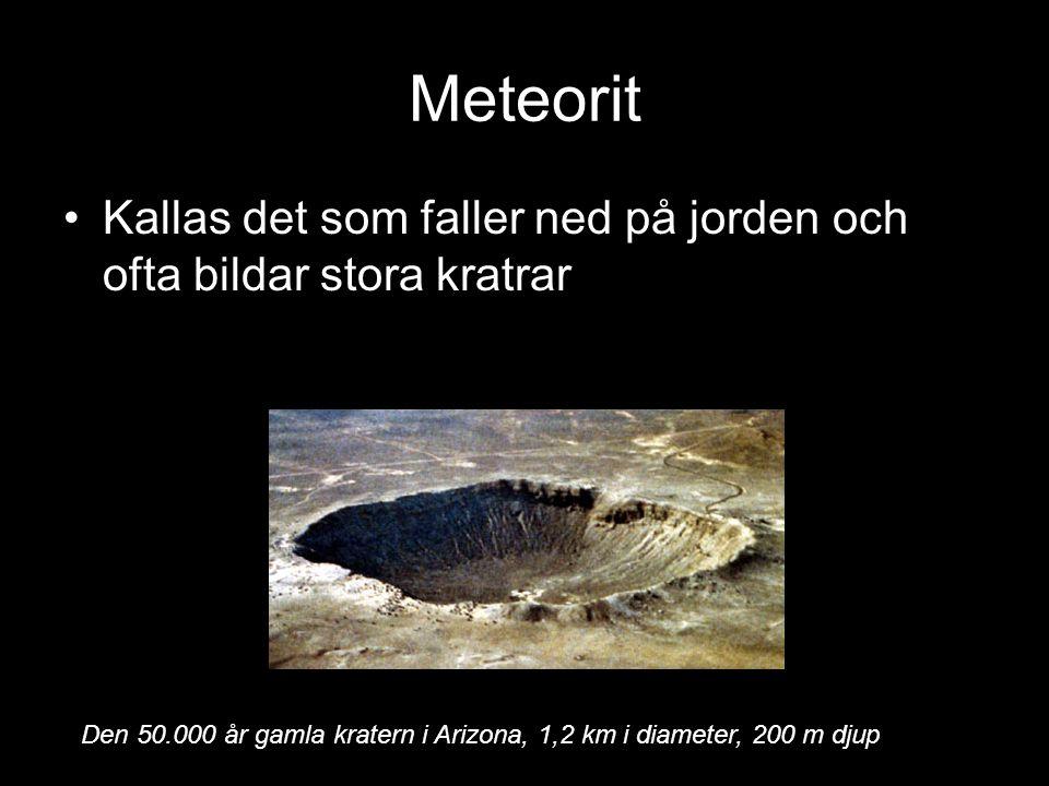 Meteorit Kallas det som faller ned på jorden och ofta bildar stora kratrar Den 50.000 år gamla kratern i Arizona, 1,2 km i diameter, 200 m djup
