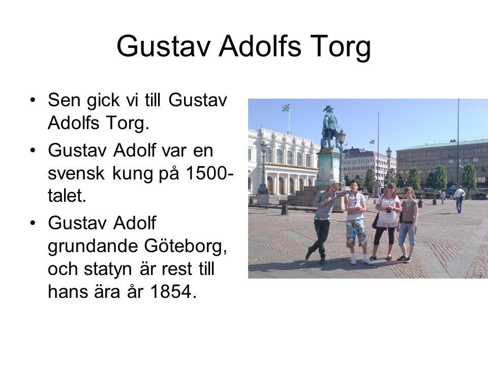 Gustav Adolfs Torg Sen gick vi till Gustav Adolfs Torg.