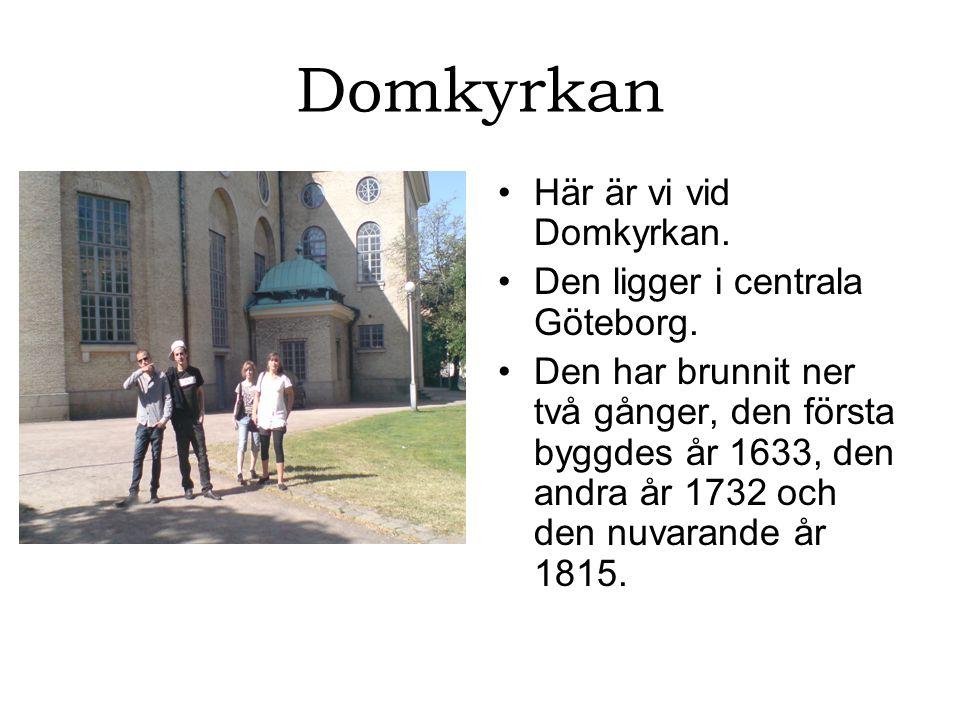 Domkyrkan Här är vi vid Domkyrkan. Den ligger i centrala Göteborg.