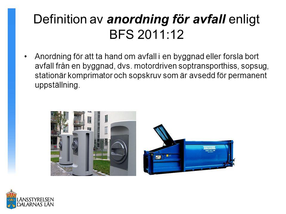 Definition av anordning för avfall enligt BFS 2011:12 Anordning för att ta hand om avfall i en byggnad eller forsla bort avfall från en byggnad, dvs.