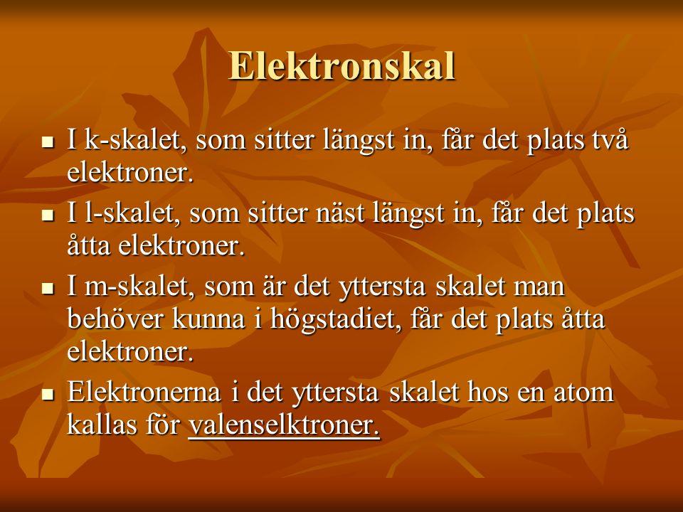 Elektronskal I k-skalet, som sitter längst in, får det plats två elektroner.