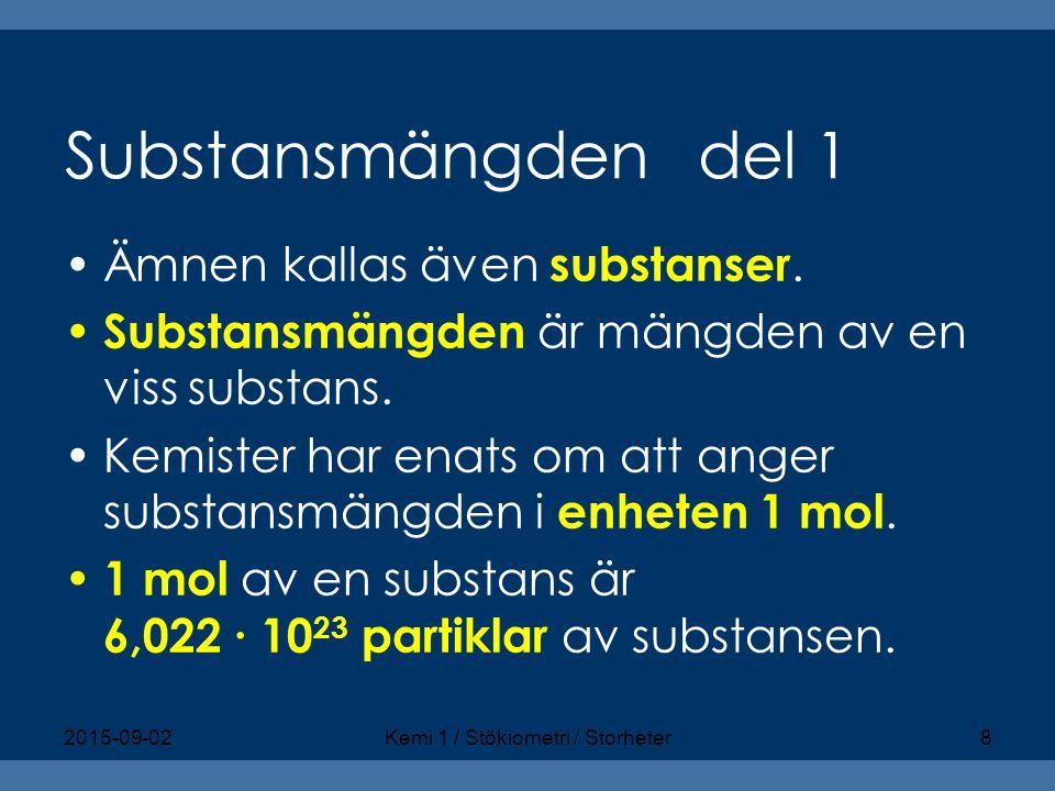 Substansmängden del 1 Ämnen kallas även substanser. Substansmängden är mängden av en viss substans. Kemister har enats om att anger substansmängden i