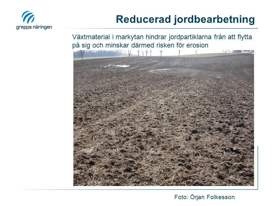 Reducerad jordbearbetning Foto: Örjan Folkesson Växtmaterial i markytan hindrar jordpartiklarna från att flytta på sig och minskar därmed risken för e