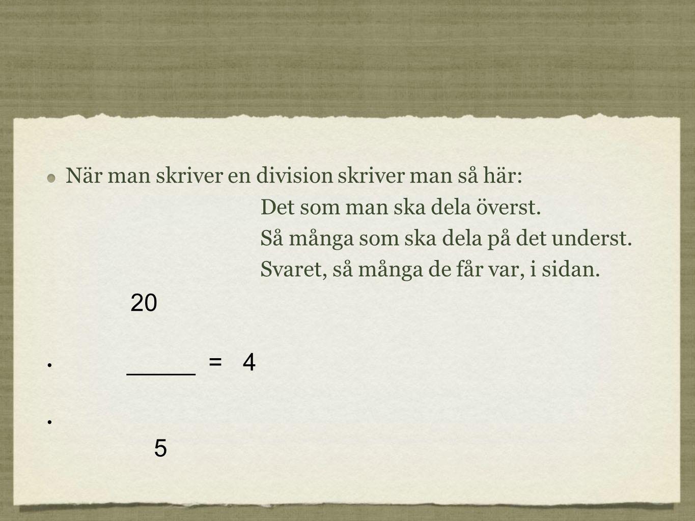 När man skriver en division skriver man så här: Det som man ska dela överst.