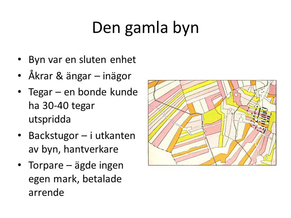 Den gamla byn Byn var en sluten enhet Åkrar & ängar – inägor Tegar – en bonde kunde ha 30-40 tegar utspridda Backstugor – i utkanten av byn, hantverka