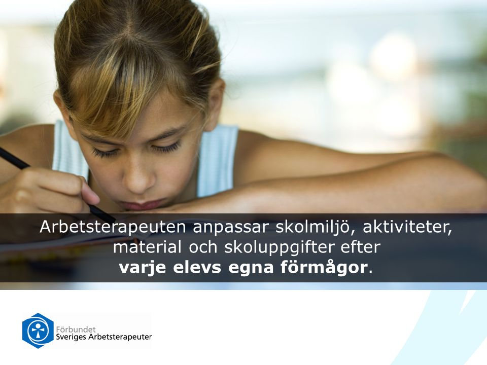 Arbetsterapeuten anpassar skolmiljö, aktiviteter, material och skoluppgifter efter varje elevs egna förmågor.