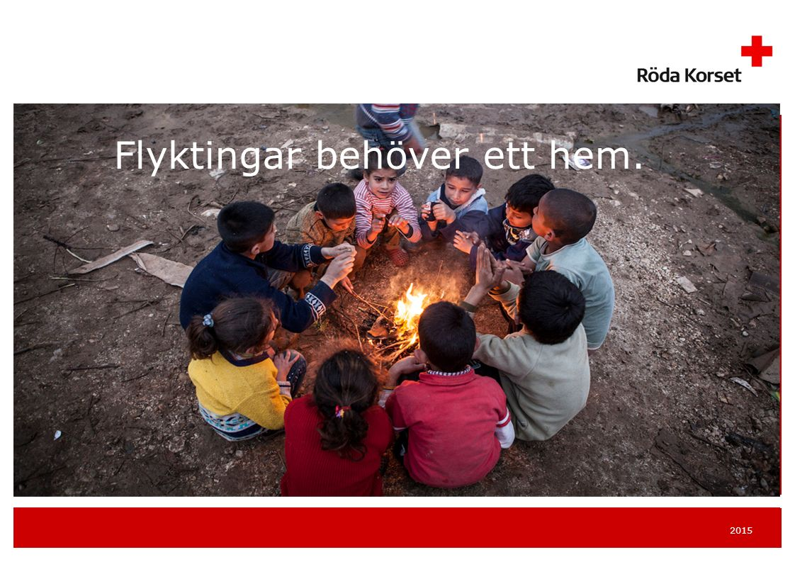2015 TRYGGHET OCH SKYDD Volontärer leker med barn på en förläggning.