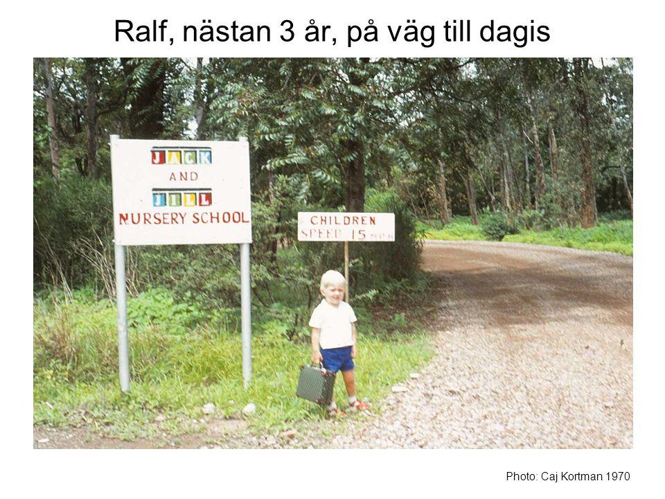 Ralf, nästan 3 år, på väg till dagis Photo: Caj Kortman 1970