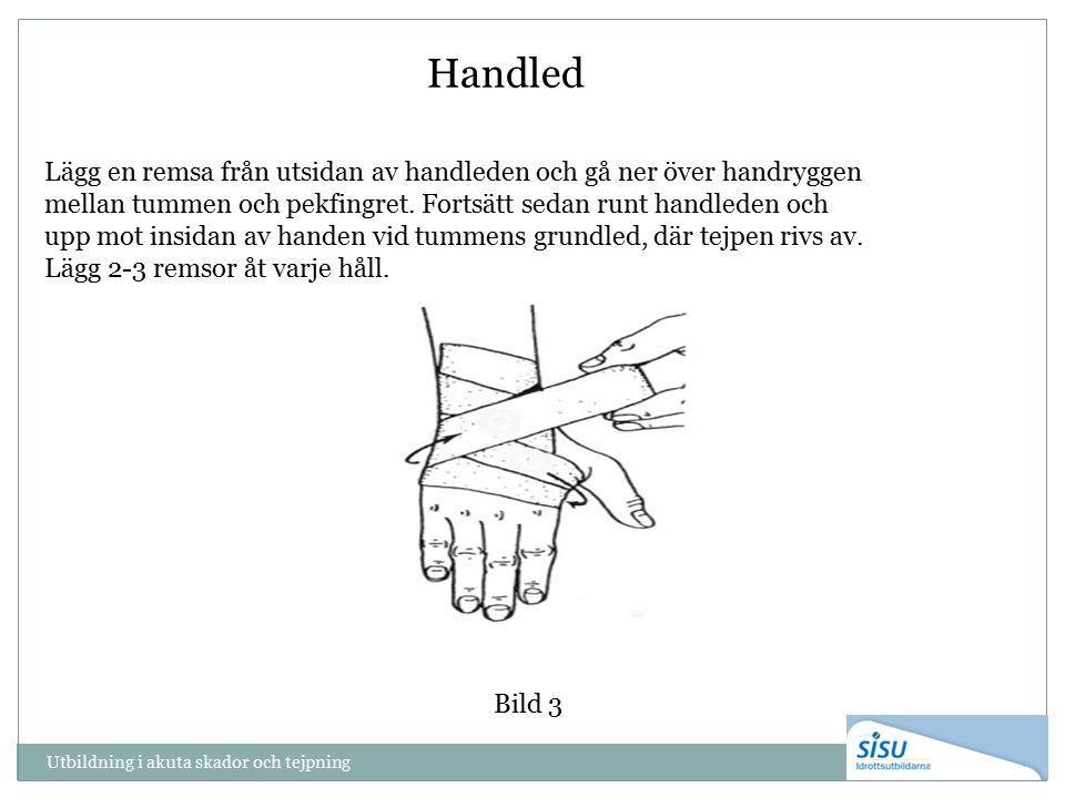 Utbildning i akuta skador och tejpning Handled Bild 3 Lägg en remsa från utsidan av handleden och gå ner över handryggen mellan tummen och pekfingret.