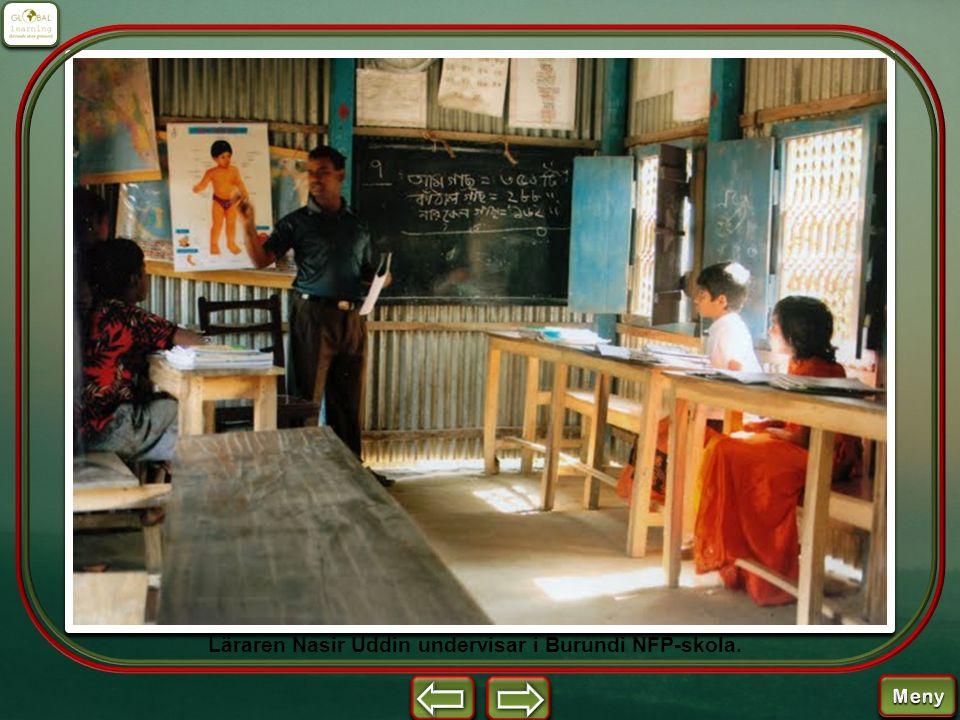 Läraren Nasir Uddin undervisar i Burundi NFP-skola.