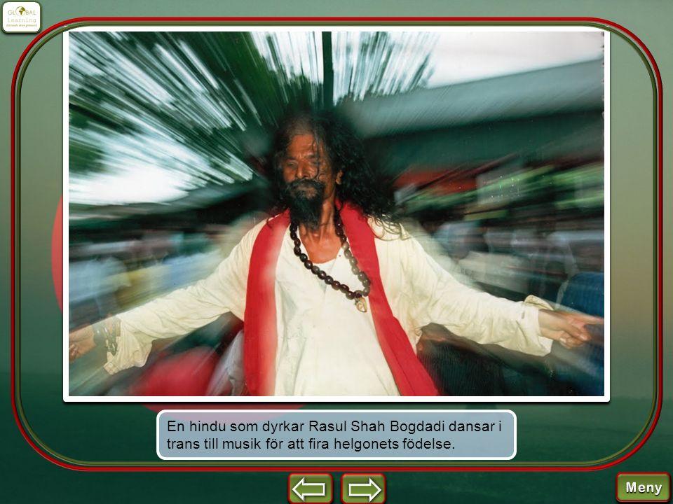 En hindu som dyrkar Rasul Shah Bogdadi dansar i trans till musik för att fira helgonets födelse.