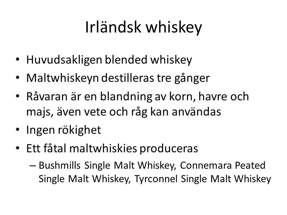 Irländsk whiskey Huvudsakligen blended whiskey Maltwhiskeyn destilleras tre gånger Råvaran är en blandning av korn, havre och majs, även vete och råg kan användas Ingen rökighet Ett fåtal maltwhiskies produceras – Bushmills Single Malt Whiskey, Connemara Peated Single Malt Whiskey, Tyrconnel Single Malt Whiskey
