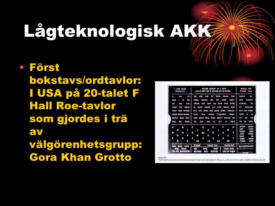Lågteknologisk AKK Först bokstavs/ordtavlor: I USA på 20-talet F Hall Roe-tavlor som gjordes i trä av välgörenhetsgrupp: Gora Khan Grotto