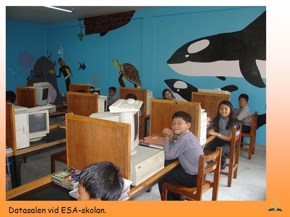 Datasalen vid ESA-skolan.