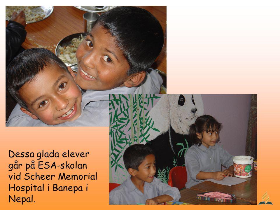 Dessa glada elever går på ESA-skolan vid Scheer Memorial Hospital i Banepa i Nepal.