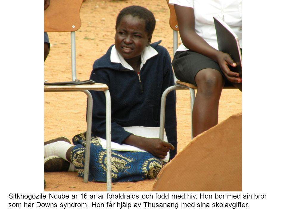 Sitkhogozile Ncube är 16 år är föräldralös och född med hiv.
