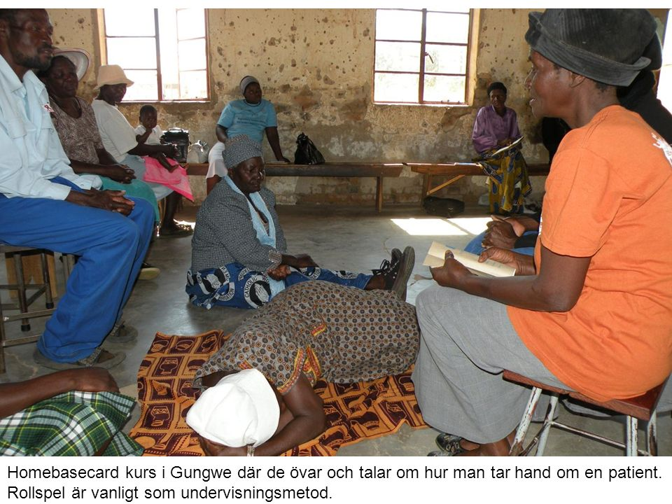 Hela familjen och Thusanangs medarbetare samlade kring Khotzofalo.