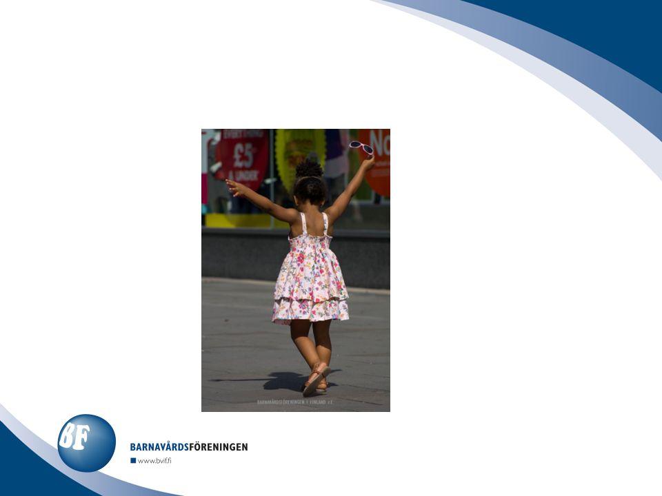 Barnens självkänsla är utsatt då föräldrarna skiljer sig (kan känna sig ensamma, bortstötta, skyldiga) Självkänslan påverkas också av barnets utvecklingsstadium vid skilsmässan (t.ex.