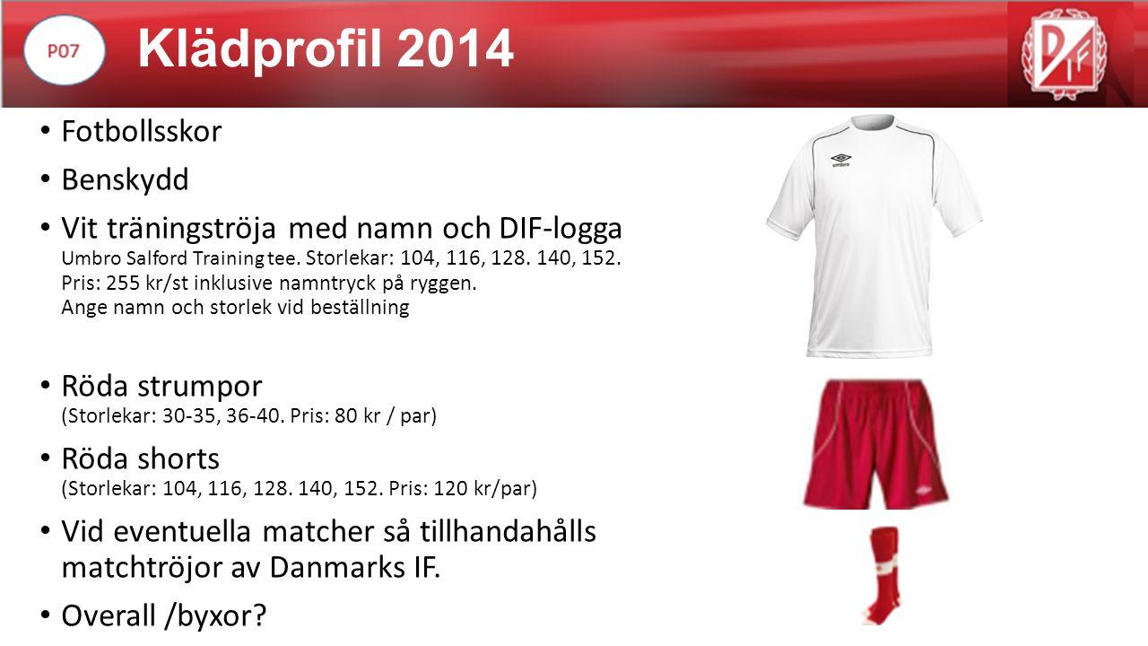 Klädprofil 2014 Fotbollsskor Benskydd Vit träningströja med namn och DIF-logga Umbro Salford Training tee.