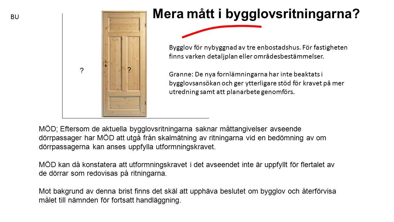 MÖD; Eftersom de aktuella bygglovsritningarna saknar måttangivelser avseende dörrpassager har MÖD att utgå från skalmätning av ritningarna vid en bedömning av om dörrpassagerna kan anses uppfylla utformningskravet.