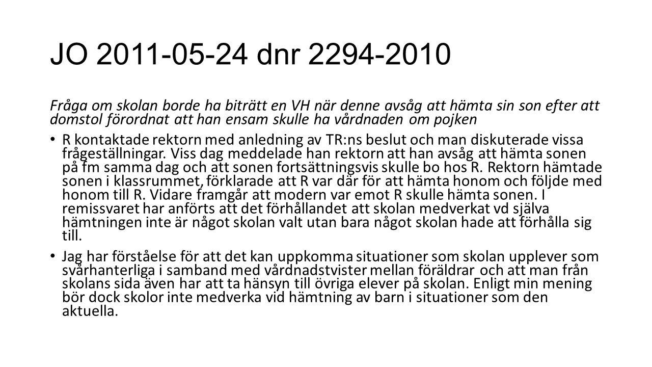 JO 2011-05-24 dnr 2294-2010 Fråga om skolan borde ha biträtt en VH när denne avsåg att hämta sin son efter att domstol förordnat att han ensam skulle ha vårdnaden om pojken R kontaktade rektorn med anledning av TR:ns beslut och man diskuterade vissa frågeställningar.