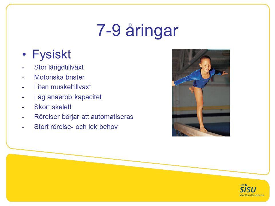 7-9 åringar Fysiskt  Stor längdtillväxt  Motoriska brister  Liten muskeltillväxt  Låg anaerob kapacitet  Skört skelett  Rörelser börjar att automatiseras  Stort rörelse- och lek behov