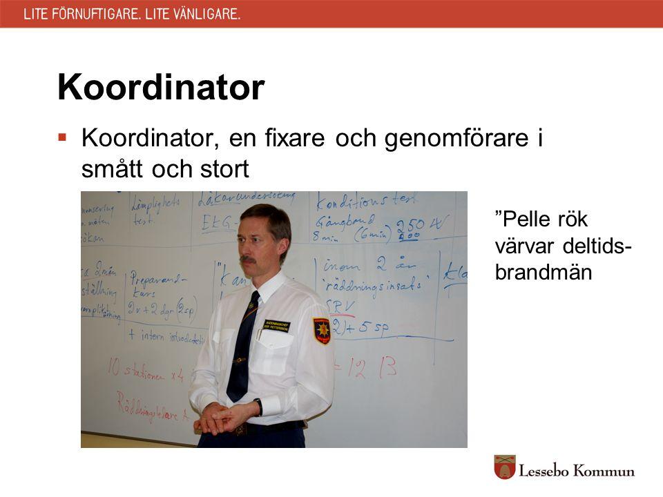 """Koordinator  Koordinator, en fixare och genomförare i smått och stort """"Pelle rök värvar deltids- brandmän"""