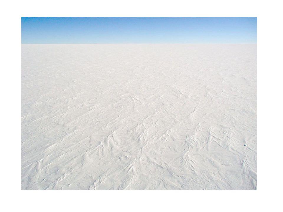 Vad händer då isen växer Då glaciärisarna växer binds vattnet i isen och havsnivån sjunker –Detta skapar landtungor mellan områden som normalt är vattentäckta Med ett kallare klimat och minskad mängd vatten i fri form så går jorden även in i en torrperiod.