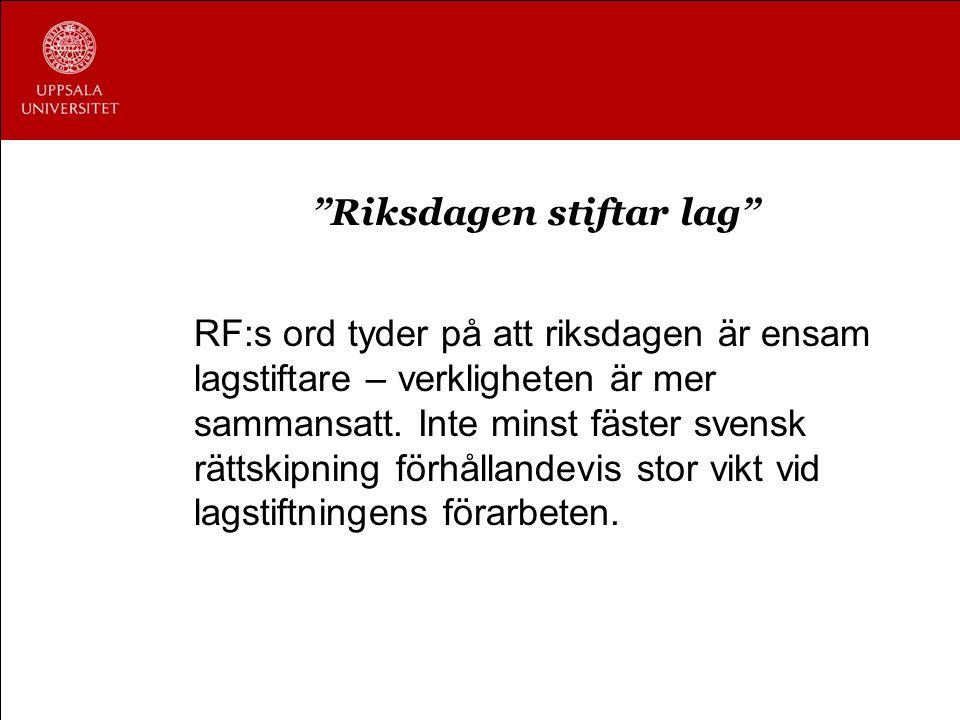 """""""Riksdagen stiftar lag"""" RF:s ord tyder på att riksdagen är ensam lagstiftare – verkligheten är mer sammansatt. Inte minst fäster svensk rättskipning f"""