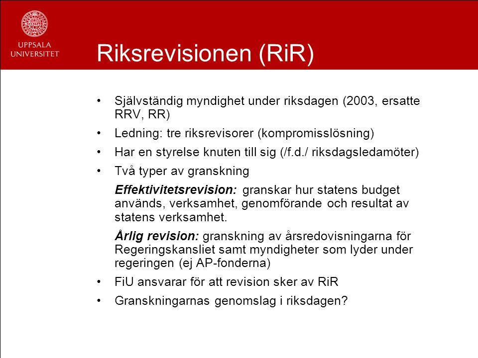 Riksrevisionen (RiR) Självständig myndighet under riksdagen (2003, ersatte RRV, RR) Ledning: tre riksrevisorer (kompromisslösning) Har en styrelse knu