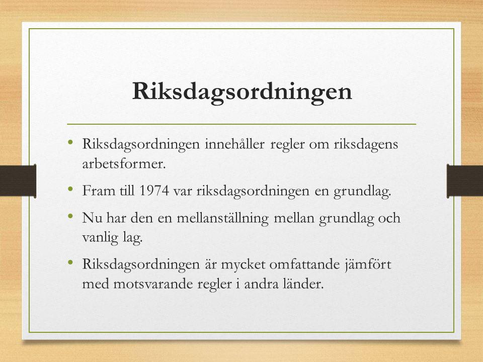 Riksdagsordningen Riksdagsordningen innehåller regler om riksdagens arbetsformer. Fram till 1974 var riksdagsordningen en grundlag. Nu har den en mell