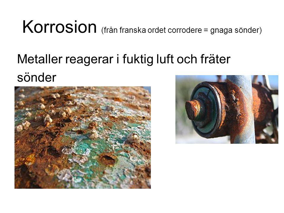 Korrosion (från franska ordet corrodere = gnaga sönder) Metaller reagerar i fuktig luft och fräter sönder