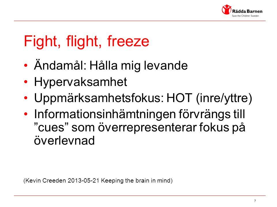 """7 Fight, flight, freeze Ändamål: Hålla mig levande Hypervaksamhet Uppmärksamhetsfokus: HOT (inre/yttre) Informationsinhämtningen förvrängs till """"cues"""""""