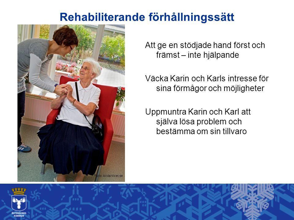 Rehabiliterande förhållningssätt Att ge en stödjade hand först och främst – inte hjälpande Väcka Karin och Karls intresse för sina förmågor och möjligheter Uppmuntra Karin och Karl att själva lösa problem och bestämma om sin tillvaro Foto: bildarkivet.se