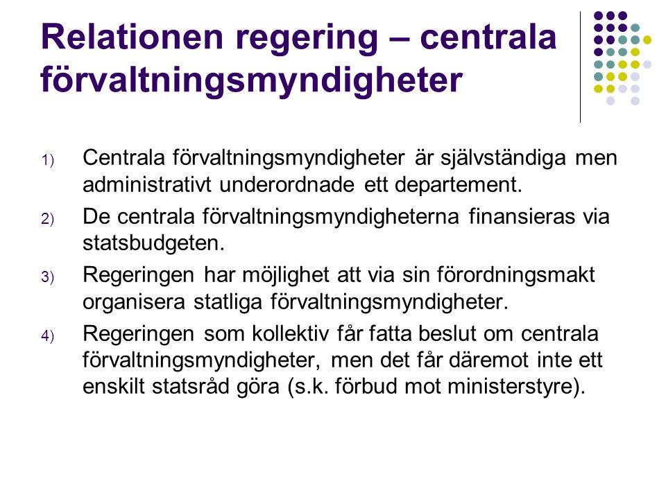 Relationen regering – centrala förvaltningsmyndigheter 1) Centrala förvaltningsmyndigheter är självständiga men administrativt underordnade ett departement.