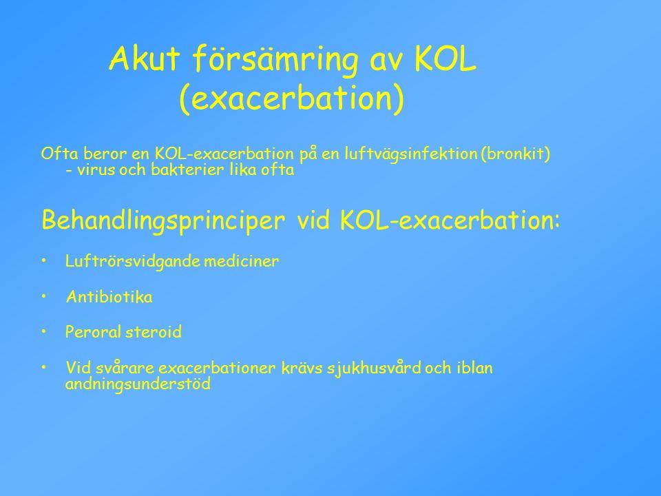 Ofta beror en KOL-exacerbation på en luftvägsinfektion (bronkit) - virus och bakterier lika ofta Behandlingsprinciper vid KOL-exacerbation: Luftrörsvidgande mediciner Antibiotika Peroral steroid Vid svårare exacerbationer krävs sjukhusvård och iblan andningsunderstöd Akut försämring av KOL (exacerbation)