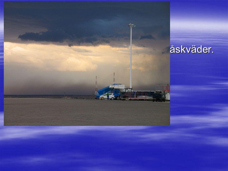  En sandstorm i samband med ett åskväder.
