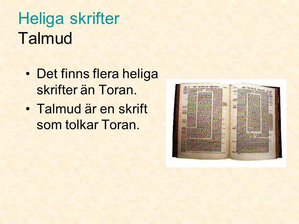 Heliga skrifter Toran Torarulle Toran är skriven på hopfogade ark av pergament.