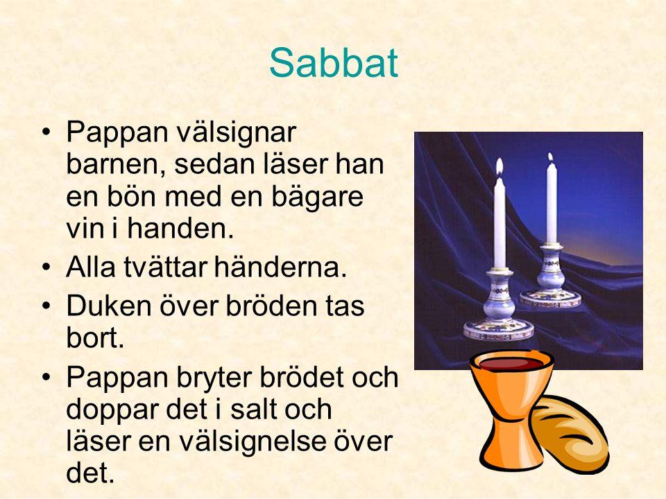Sabbat Oftast är det mamman som gör det. Den som tänt ljusen läser en välsignelse.