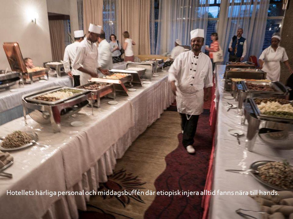 Hotellets härliga personal och middagsbuffén där etiopisk injera alltid fanns nära till hands.