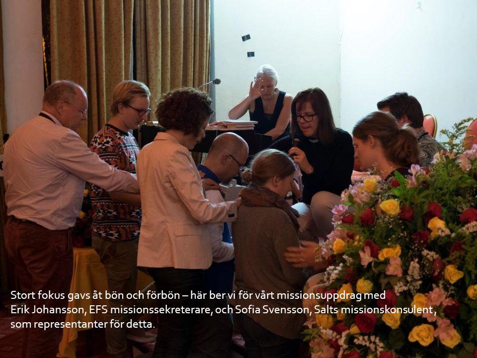Stort fokus gavs åt bön och förbön – här ber vi för vårt missionsuppdrag med Erik Johansson, EFS missionssekreterare, och Sofia Svensson, Salts missionskonsulent, som representanter för detta.