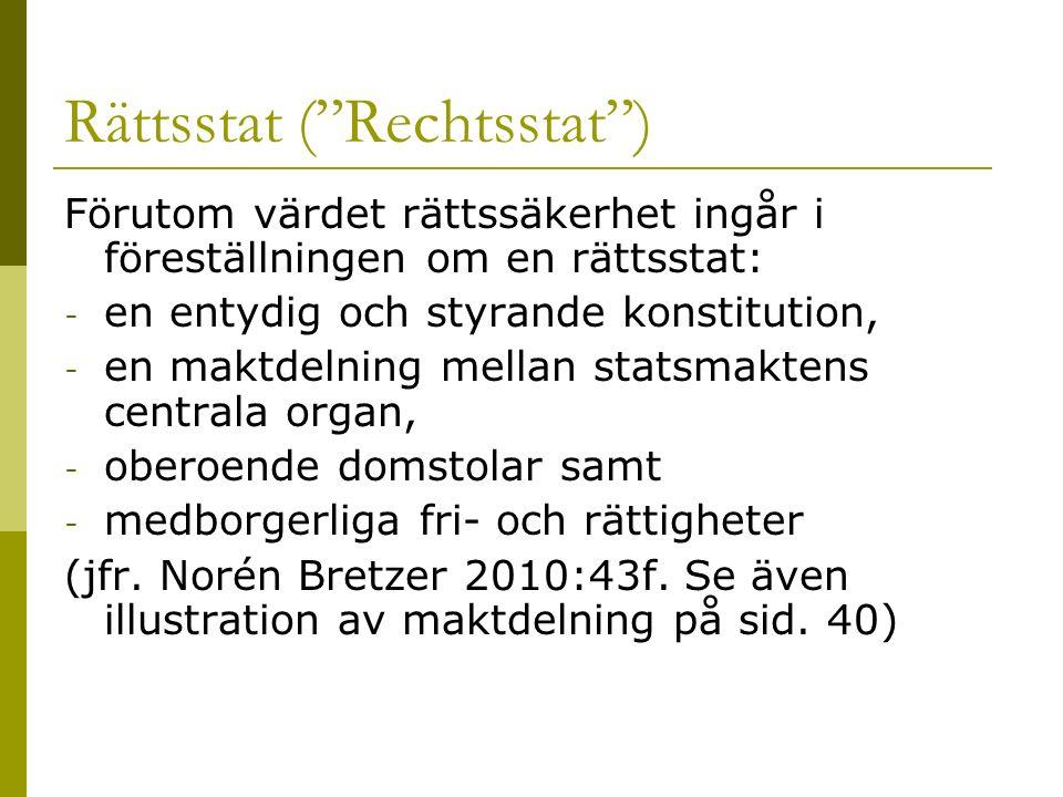 """Rättsstat (""""Rechtsstat"""") Förutom värdet rättssäkerhet ingår i föreställningen om en rättsstat: - en entydig och styrande konstitution, - en maktdelnin"""