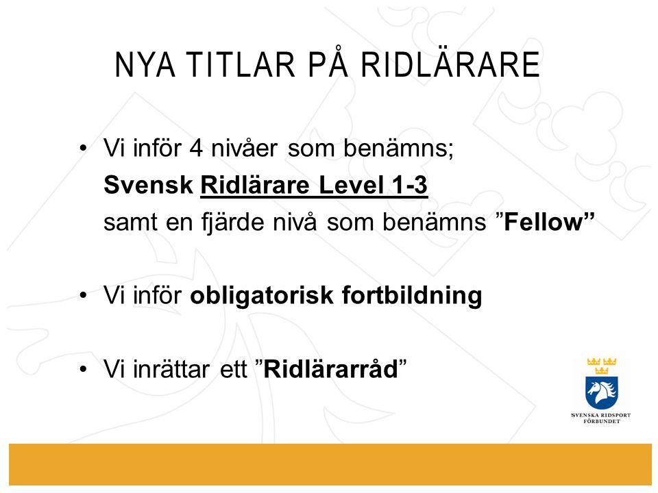 """NYA TITLAR PÅ RIDLÄRARE Vi inför 4 nivåer som benämns; Svensk Ridlärare Level 1-3 samt en fjärde nivå som benämns """"Fellow"""" Vi inför obligatorisk fortb"""