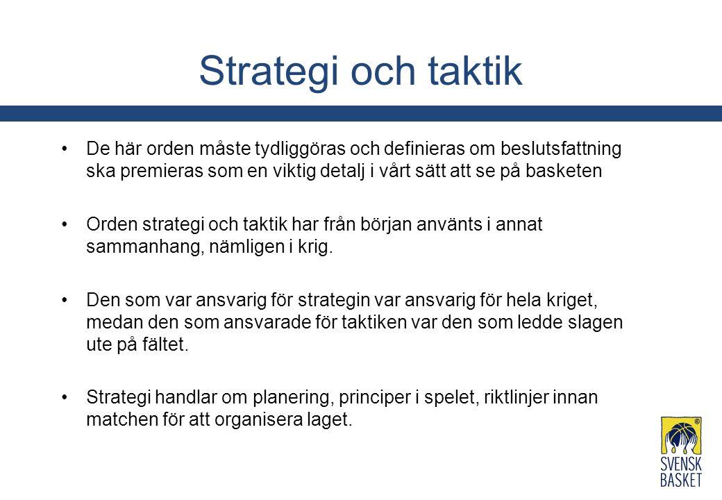 Strategi och taktik De här orden måste tydliggöras och definieras om beslutsfattning ska premieras som en viktig detalj i vårt sätt att se på basketen Orden strategi och taktik har från början använts i annat sammanhang, nämligen i krig.