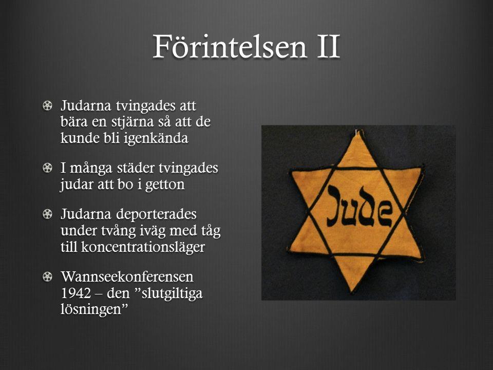 Förintelsen II Judarna tvingades att bära en stjärna så att de kunde bli igenkända I många städer tvingades judar att bo i getton Judarna deporterades under tvång iväg med tåg till koncentrationsläger Wannseekonferensen 1942 – den slutgiltiga lösningen