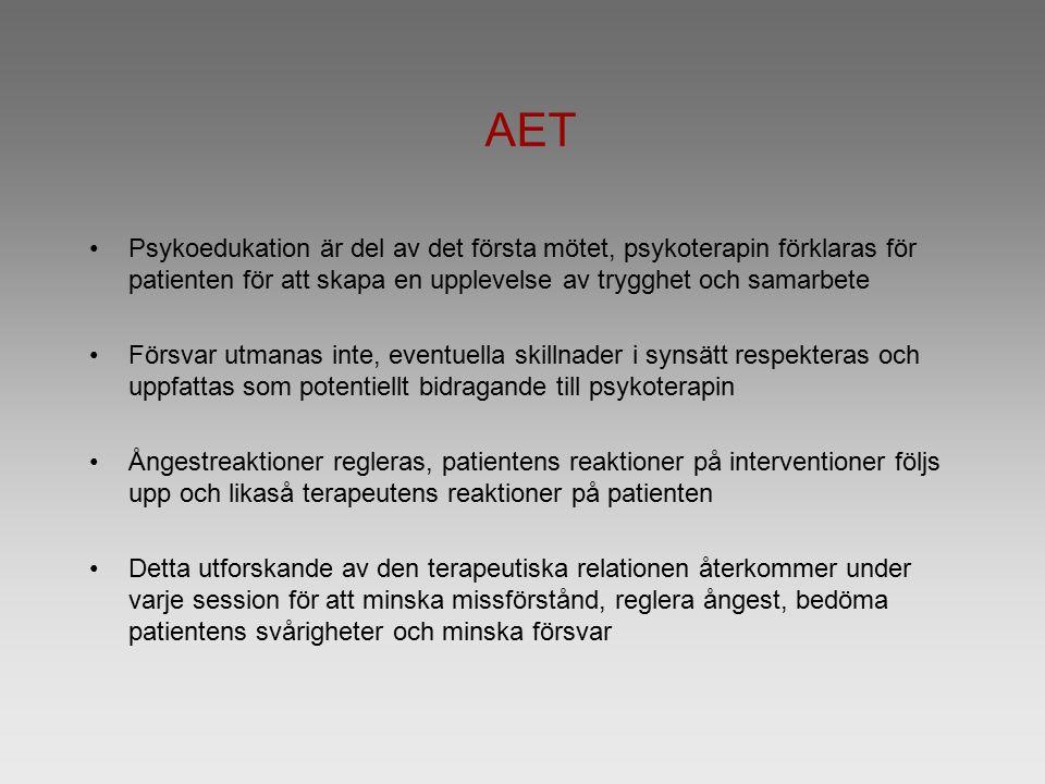 AET Psykoedukation är del av det första mötet, psykoterapin förklaras för patienten för att skapa en upplevelse av trygghet och samarbete Försvar utmanas inte, eventuella skillnader i synsätt respekteras och uppfattas som potentiellt bidragande till psykoterapin Ångestreaktioner regleras, patientens reaktioner på interventioner följs upp och likaså terapeutens reaktioner på patienten Detta utforskande av den terapeutiska relationen återkommer under varje session för att minska missförstånd, reglera ångest, bedöma patientens svårigheter och minska försvar