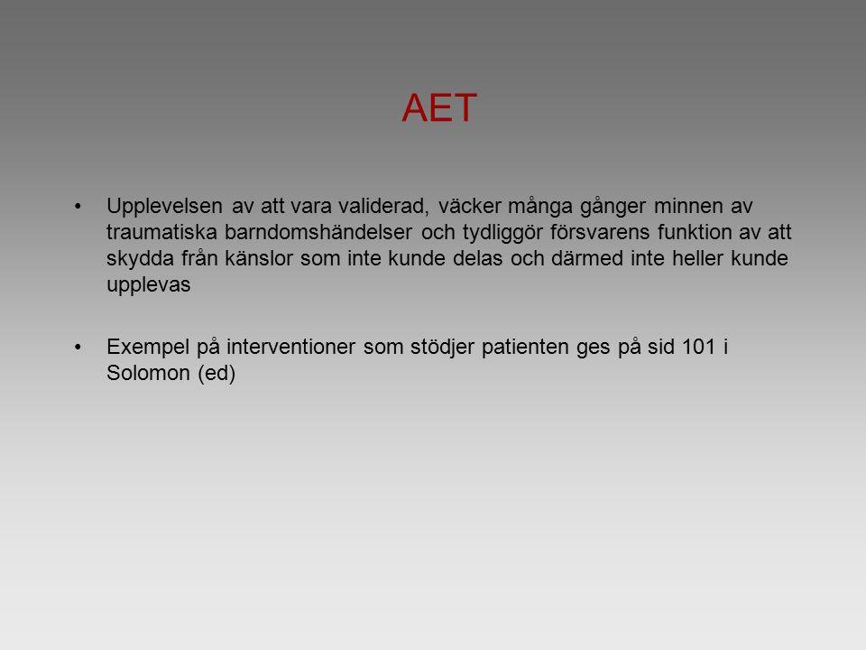 AET Upplevelsen av att vara validerad, väcker många gånger minnen av traumatiska barndomshändelser och tydliggör försvarens funktion av att skydda frå