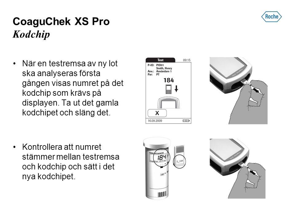 CoaguChek XS Pro Kodchip När en testremsa av ny lot ska analyseras första gången visas numret på det kodchip som krävs på displayen.