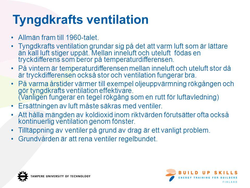 En exempel på tyngdkraft ventilation i ett 150 m 2 hus Tilluft på nedre våning: 3 friskluftsventiler 1 ventilationsfönster på glänt (1cm) Frånluft: I badrummet på nedre våning finns 1 frånluftventil.